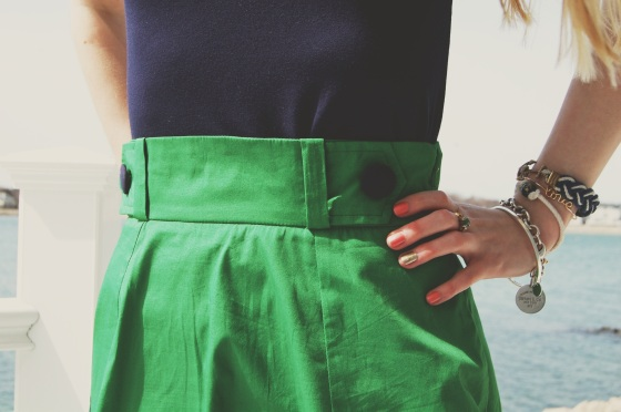 button waist skirt