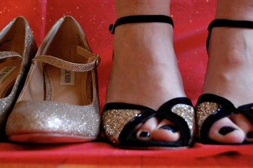 gold glitter shoe guide