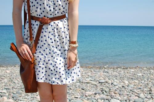 how to belt a dress